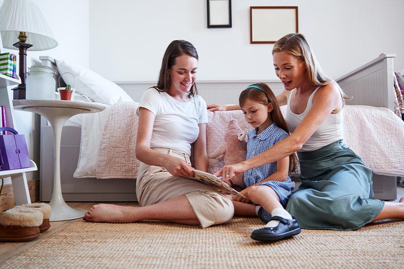 Adoption: Reform soll lesbischen Paaren die Elternschaft erleichtern