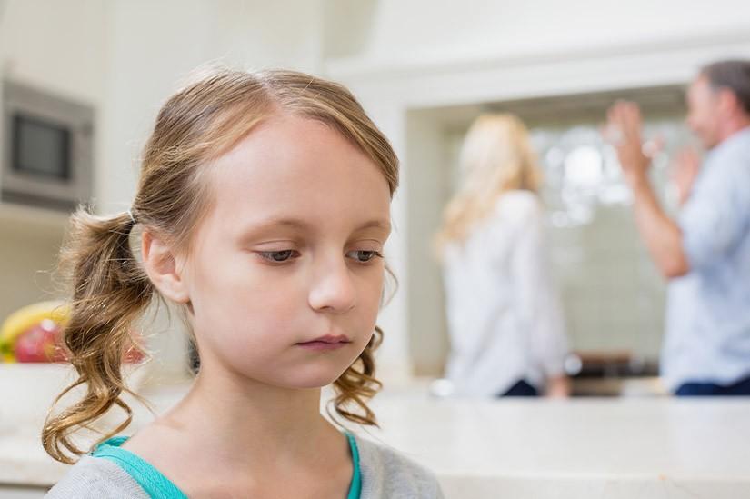 Welchen Nachnamen trägt das gemeinsame Kind nach der Scheidung der Eltern?